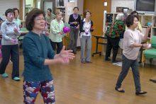 お手玉演舞の練習中。。。