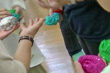演舞用にキラキラの布で作った大きめサイズのお手玉