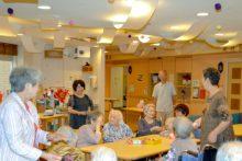 「特養ホーム 博水の郷」でお手玉と歌で楽しくボランティア